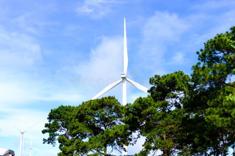 Mulino a vento o turbina per il generatore elettrico da Khao Kho fotografie stock