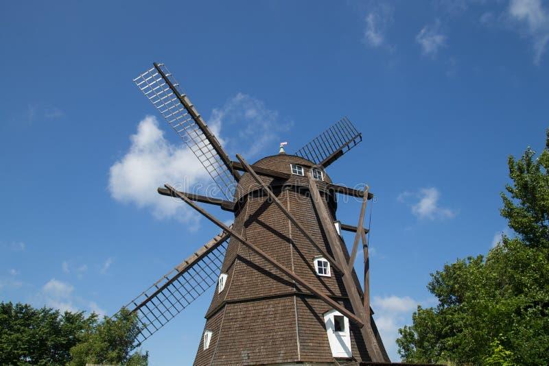 Mulino a vento olandese storico di stile in Melby, Danimarca fotografia stock