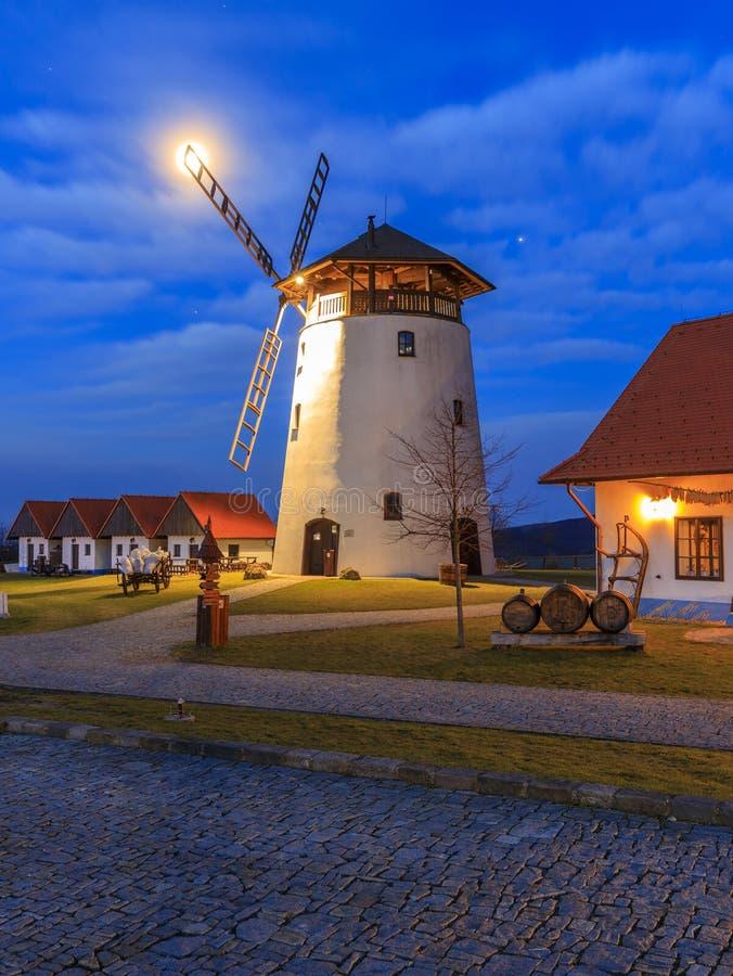 Mulino a vento in repubblica Ceca della Moravia fotografia stock