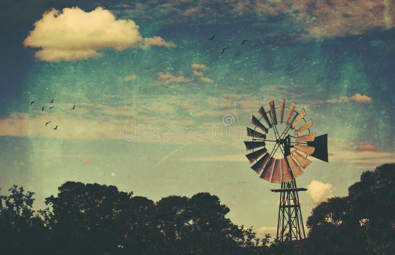 Mulino a vento strutturato di lerciume rurale rustico immagine stock libera da diritti