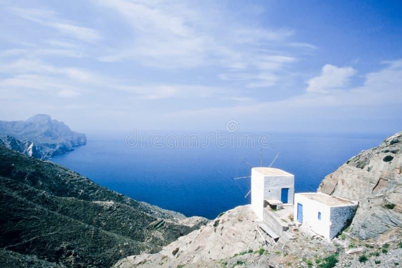 Mulino a vento tradizionale sull'isola di Karpathos, Grecia immagine stock