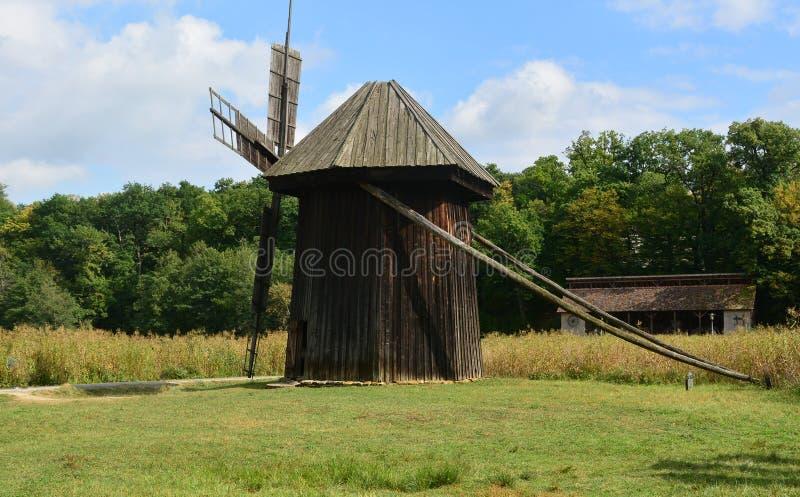 Mulino a vento un museo dell'aria aperta immagine stock