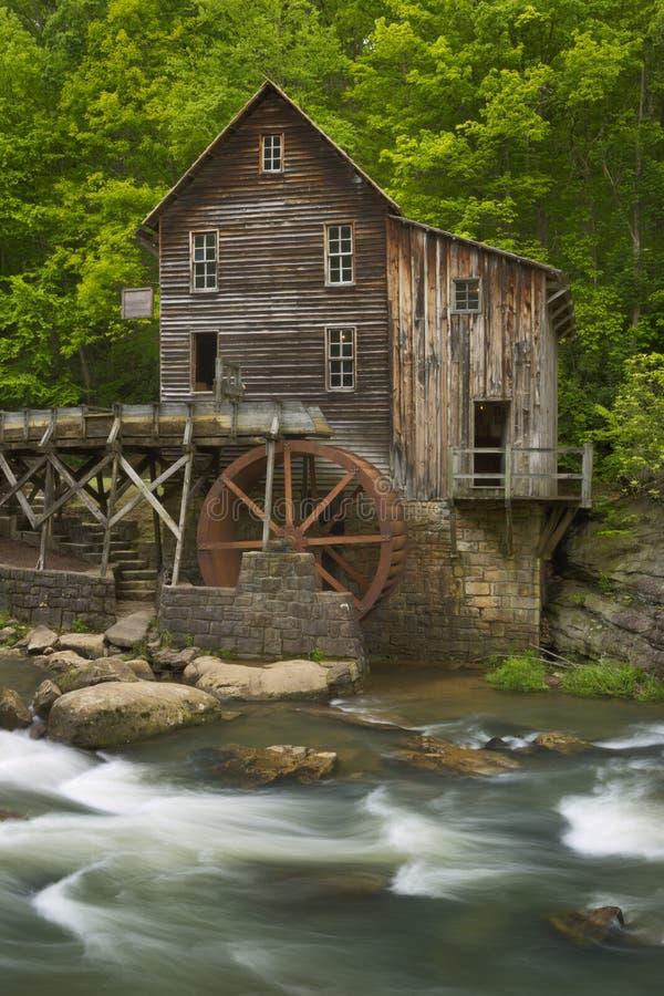 Mulino in Virginia Occidentale, U.S.A. del grano da macinare dell'insenatura della radura fotografia stock libera da diritti