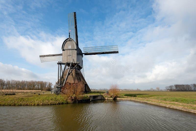 Download Mulino Vuoto Di Legno Della Posta Come Visto Dalla Parte Fotografia Stock - Immagine di olanda, paesaggio: 117976190