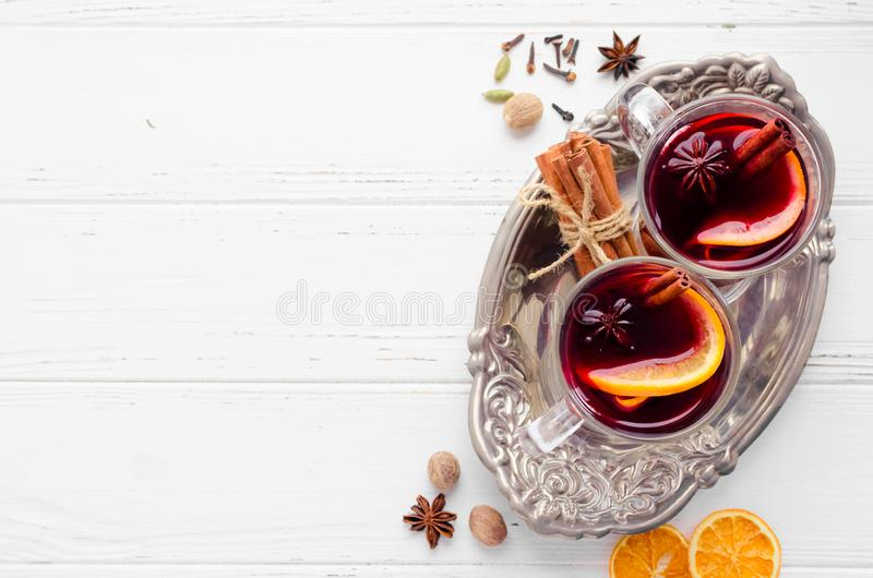 mulled orange wine royaltyfri foto