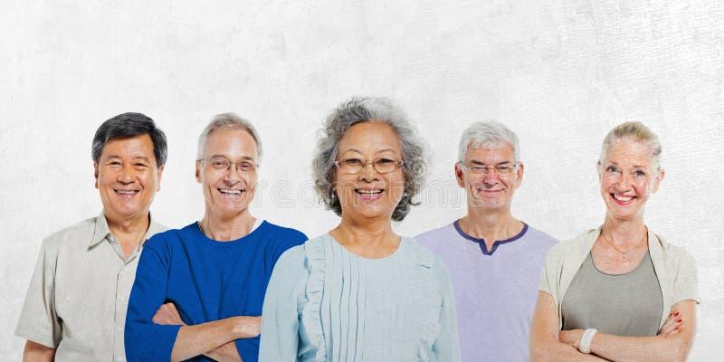 Mullti-ethnisches älteres Gruppe von Personenen-Konzept lizenzfreies stockfoto