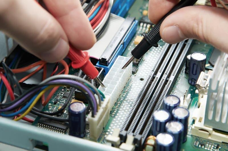 Multímetro do close-up na placa do PWB fotografia de stock royalty free