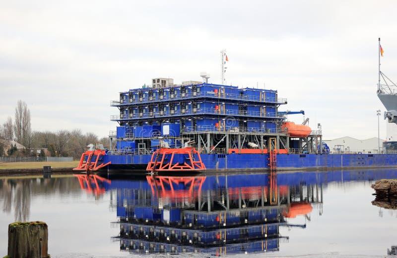 Multi вспомогательное судно размещещния цели Северное море, Вильгельмсхафен, Германия стоковое изображение rf