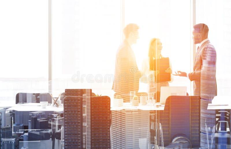 Multi выдержка успешной команды дела, рабочего места и городского городского пейзажа стоковые фото