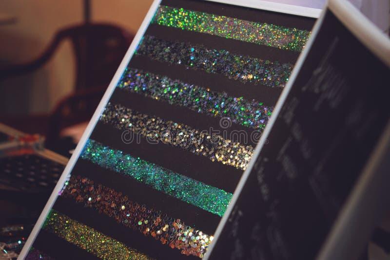 Multi покрашенная палитра sequins ногтя, аксессуары искусства, поставки, шармы Confetti округлых форм Мульти-размера, шелушится к стоковые изображения