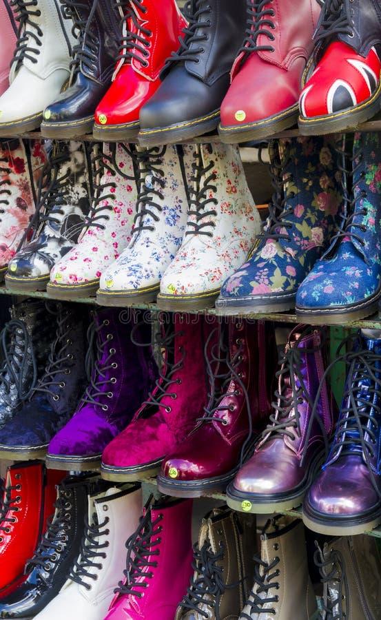 Multi покрашенные ботинки стоковое изображение
