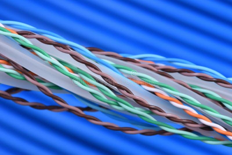 Multi покрашенные кабели и провода компьютерной сети стоковые изображения
