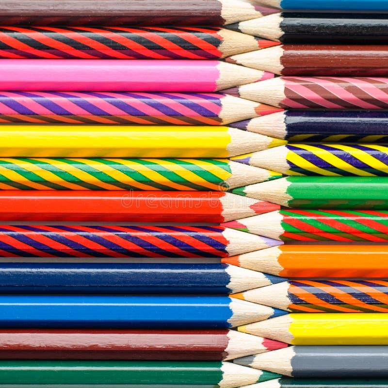 Multi покрашенные карандаши предпосылки искусства абстрактной текстурированной стоковое изображение rf