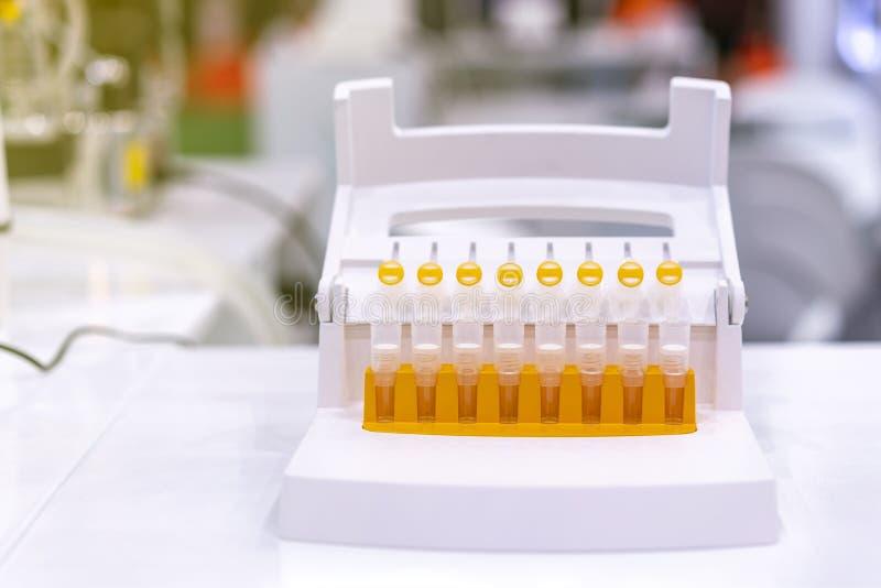 Multi трубка собрания образца для еды и напитка промышленной химической медицины биохимии биомедицинской - косметики и etc На стоковое изображение