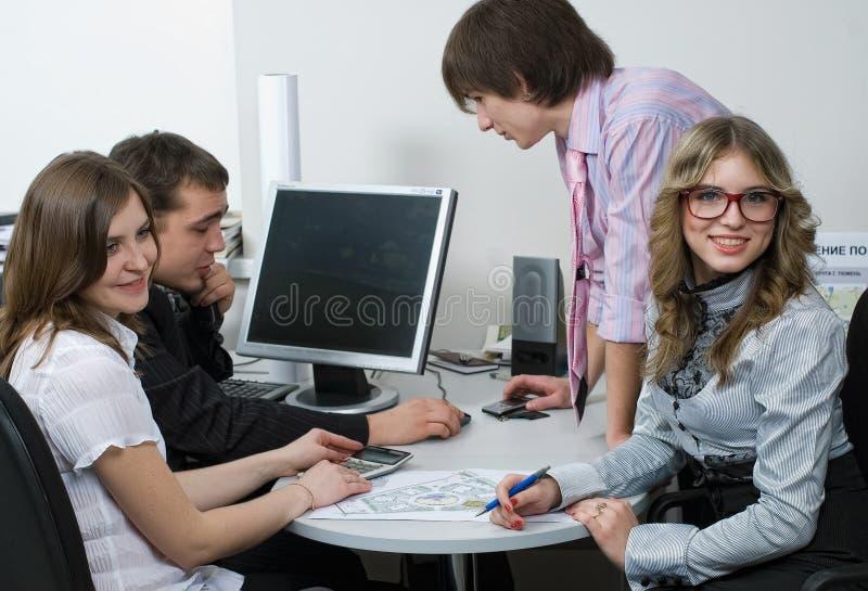 Multi этническая команда дела в офисе стоковая фотография rf