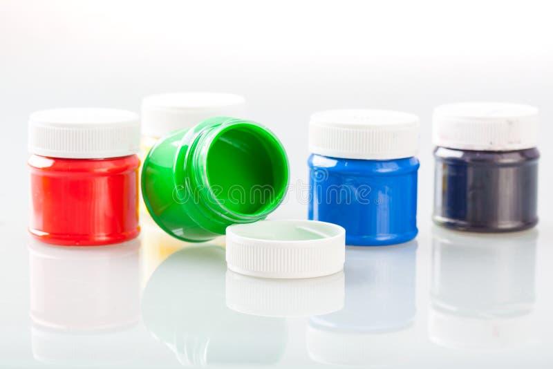 Multi bottiglie colorate della pittura immagini stock