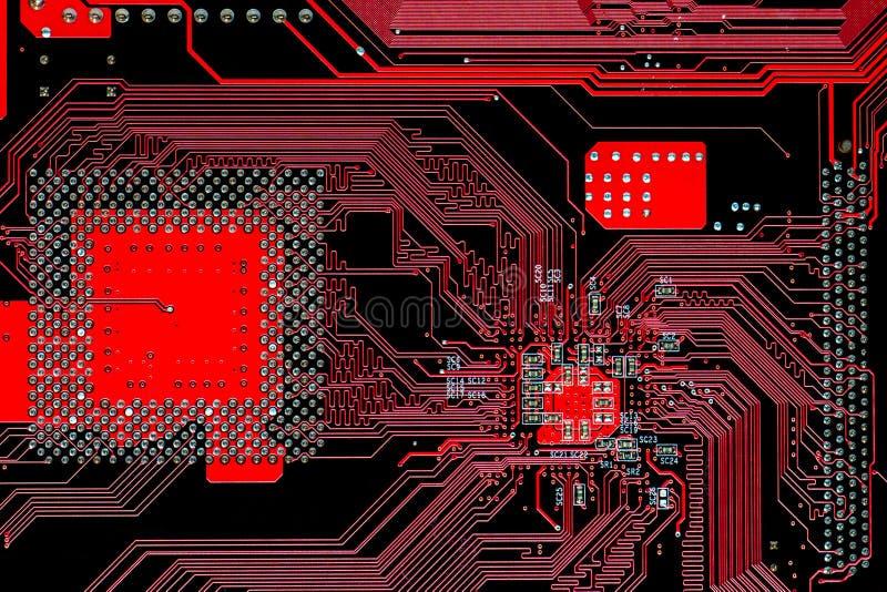 Multi cartão-matriz eletrônico do circuito impresso do vermelho da camada imagens de stock