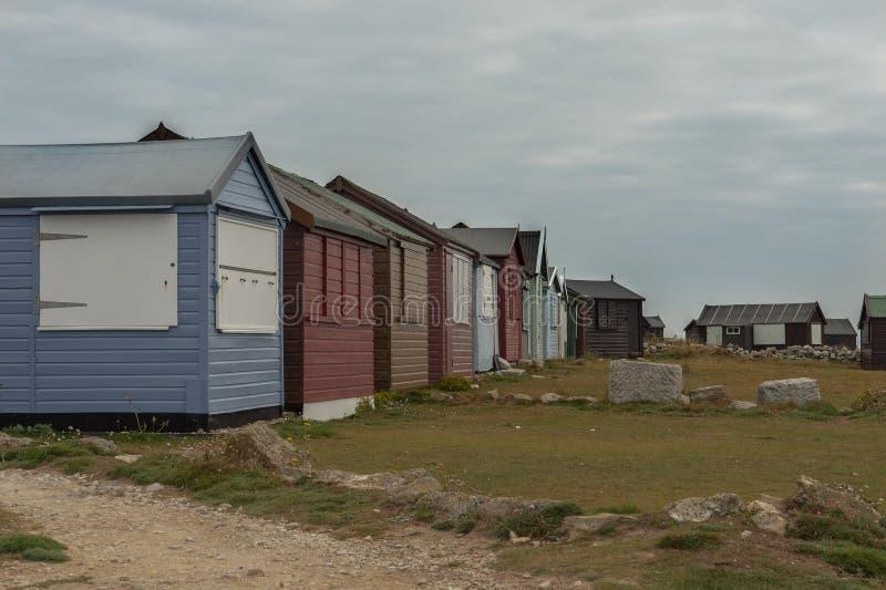 Multi cloured strandhutten bij Jurakust, Dordet, Engeland royalty-vrije stock afbeelding