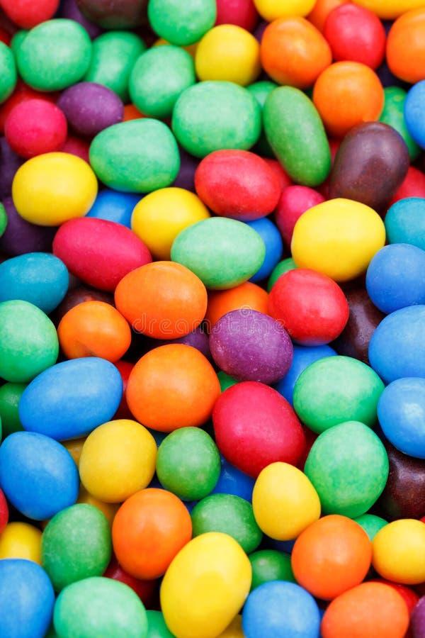 Multi-colored dragees van het chocoladesuikergoed royalty-vrije stock fotografie