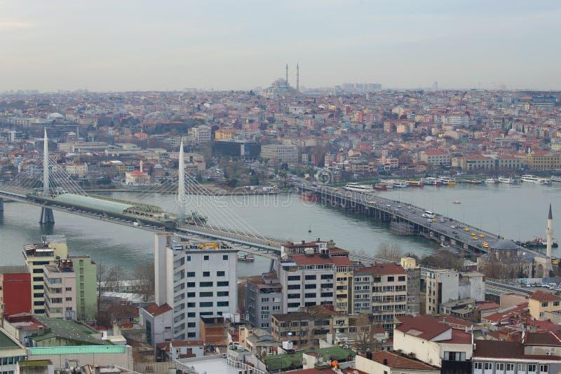 Multi-colored Istanboel in de bewolkte Januari-middag Istanboel, Turkije royalty-vrije stock afbeelding