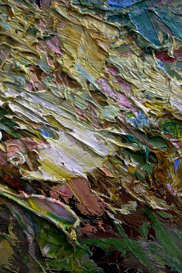 Multi-colored slagen van olieverf op het palet van de kunstenaar Achtergrond stock fotografie