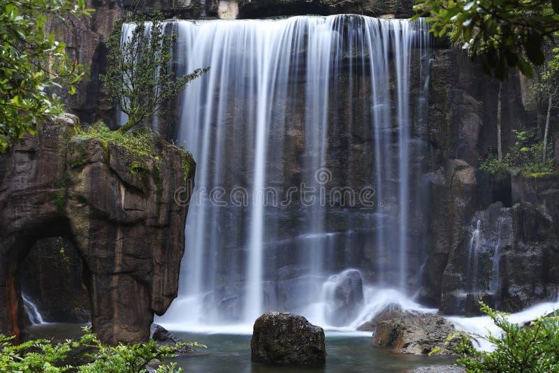 Multi-couler la cascade photographie stock libre de droits