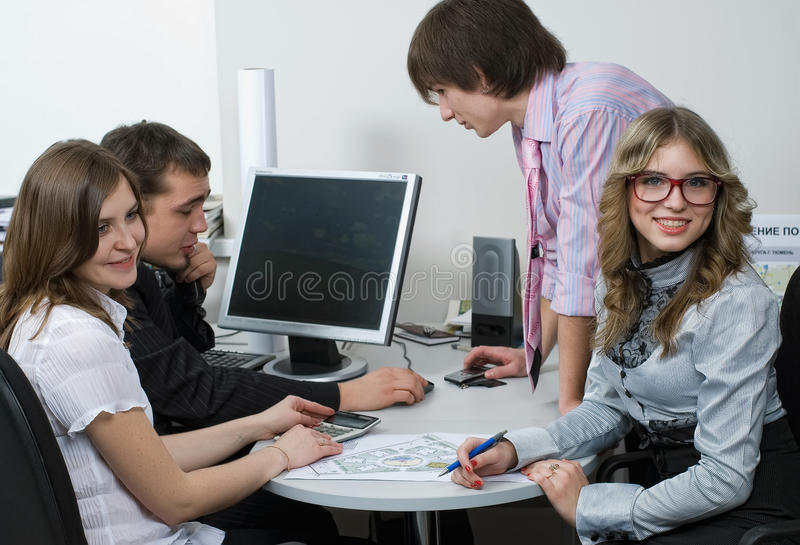 Multi equipe étnica do negócio no escritório fotografia de stock royalty free