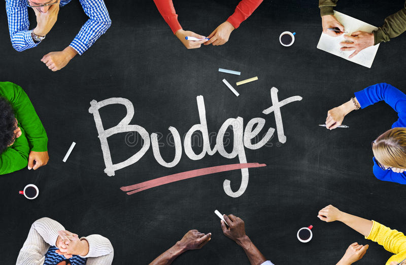 Multi-etnische Groep Mensen en Begrotingsconcept stock foto