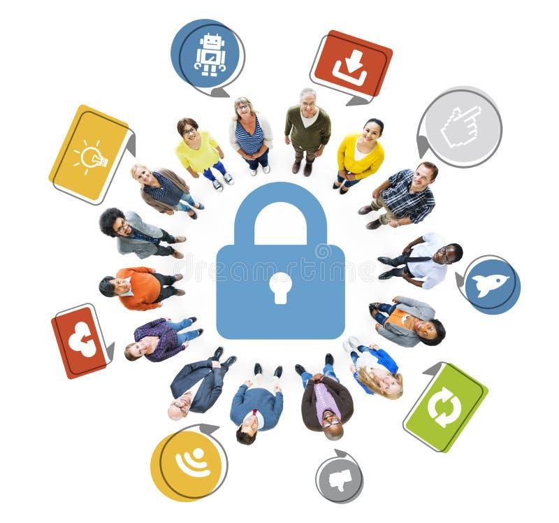 Multi-etnische Mensen die omhoog met Netwerkbeveiligingconcepten kijken stock illustratie