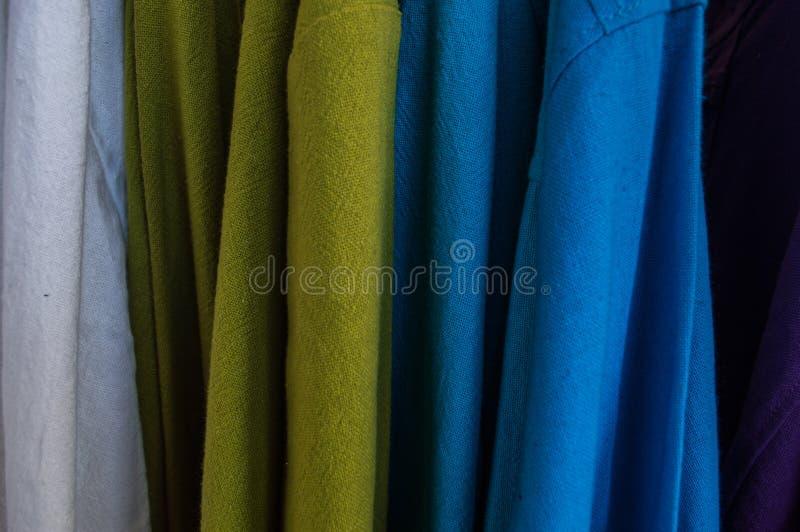 Multi Farbe von Kleidung gebildet von der Baumwolle, Abschluss stockfotos