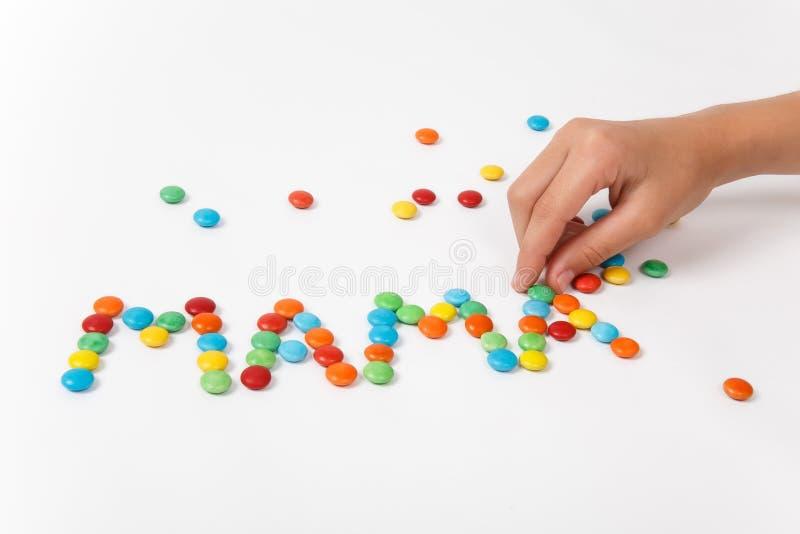 Multi Farbige Buchstaben Buchstabieren Die Wortmutter Stockfoto ...