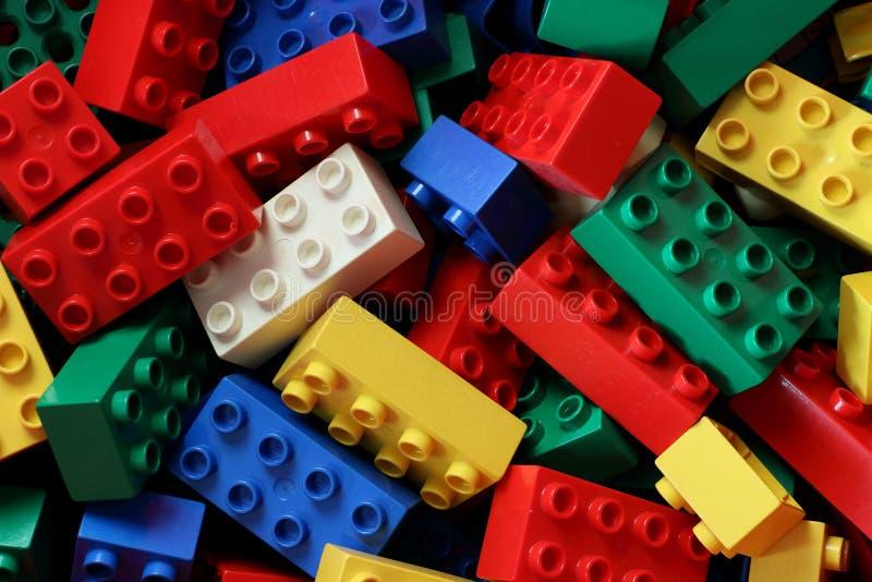 Multi farbige duplo lego Blöcke lizenzfreies stockbild