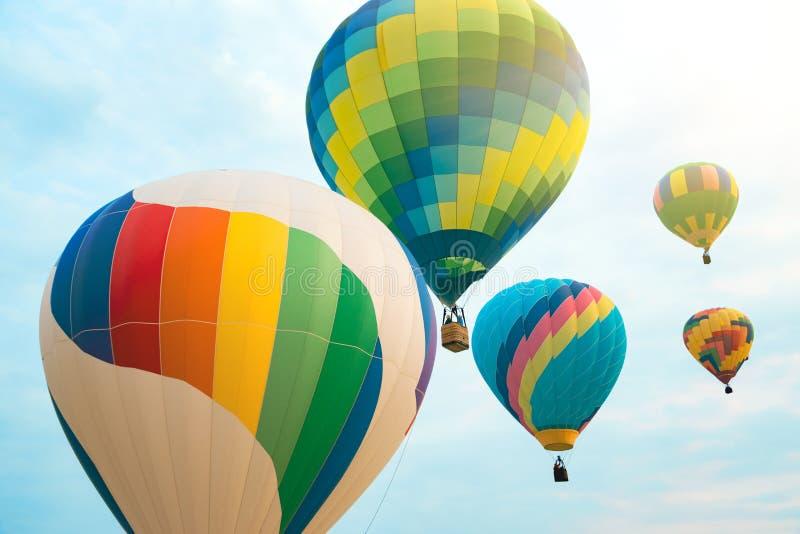 Multi gekleurde hete luchtballons stock foto's