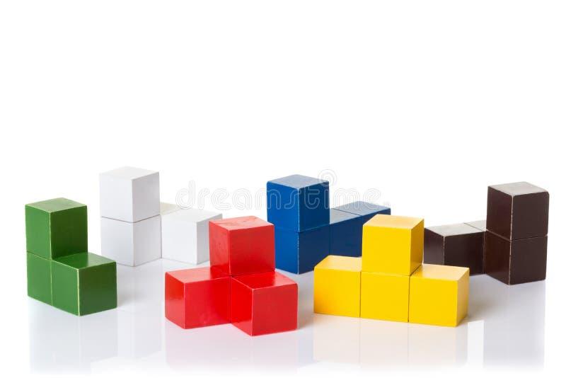 Multi gekleurde houten blokken, logicaraadsel royalty-vrije stock afbeelding