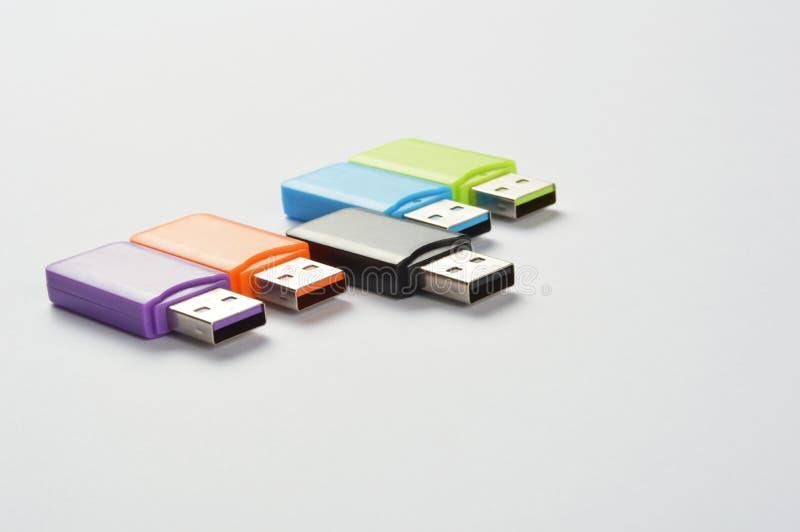 Multi gekleurde USB-stokken royalty-vrije stock afbeeldingen