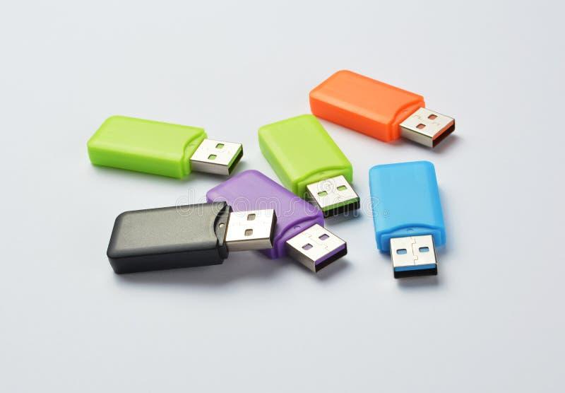 Multi gekleurde USB-stokken royalty-vrije stock foto