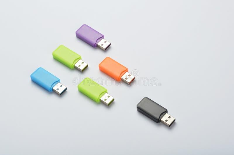 Multi gekleurde USB-stokken stock foto