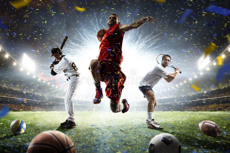 Multi jogadores dos esportes na colagem da ação na arena grande fotografia de stock