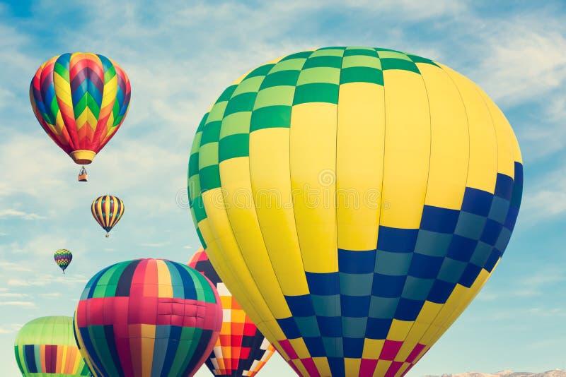 Multi mongolfiere colorate fotografia stock