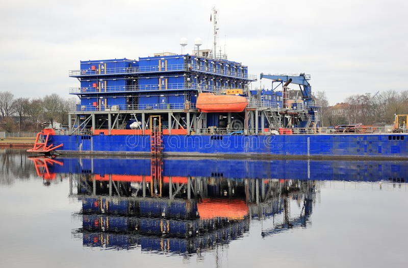 Multi nave-appoggio della sistemazione di scopo Mare del Nord, Wilhelmshaven, Germania fotografia stock libera da diritti