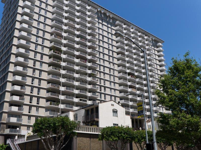 Multi palazzina di appartamenti enorme della famiglia con i balconi fotografie stock libere da diritti