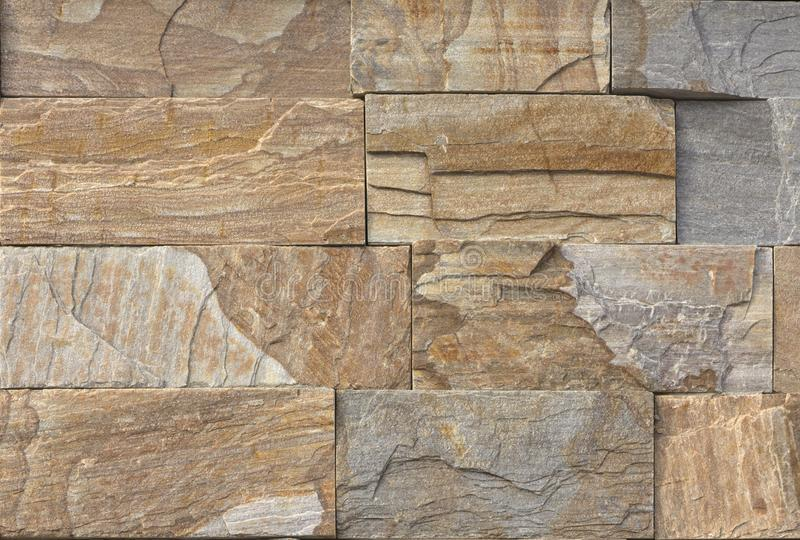 Multi pietra moderna di colore, parete dell'arenaria del travertino dell'ardesia utilizzata per fondo fotografie stock libere da diritti