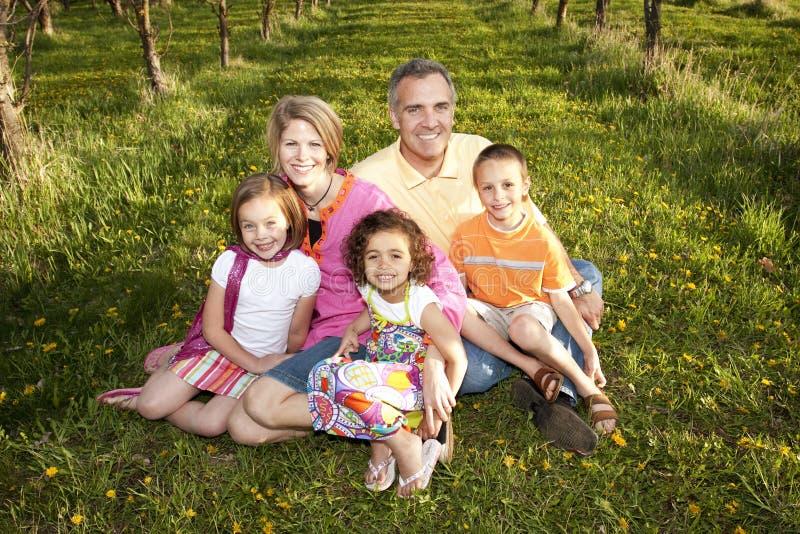 Multi-racial Familie royalty-vrije stock fotografie