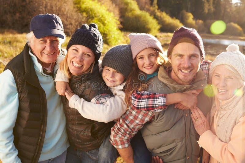 Multi retrato da família da geração, Big Bear, Califórnia, EUA imagens de stock royalty free