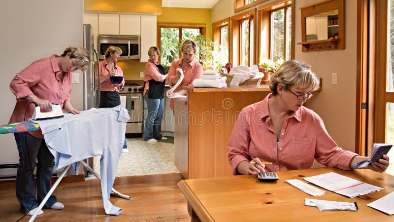 Multi-tasking Karweien van het Huishouden stock fotografie