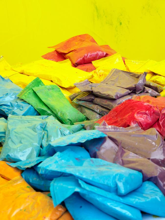 Multicolor пакеты с краской стоковое фото