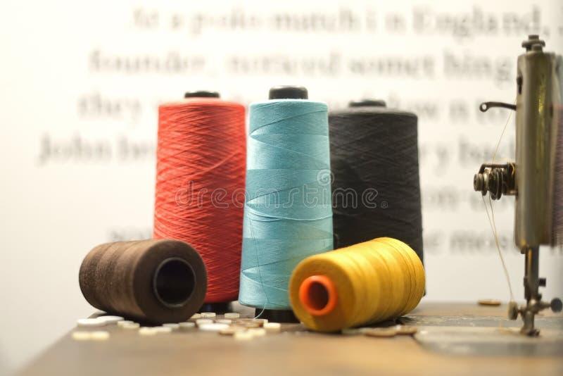 Multicolor macro del hilo fotografía de archivo libre de regalías