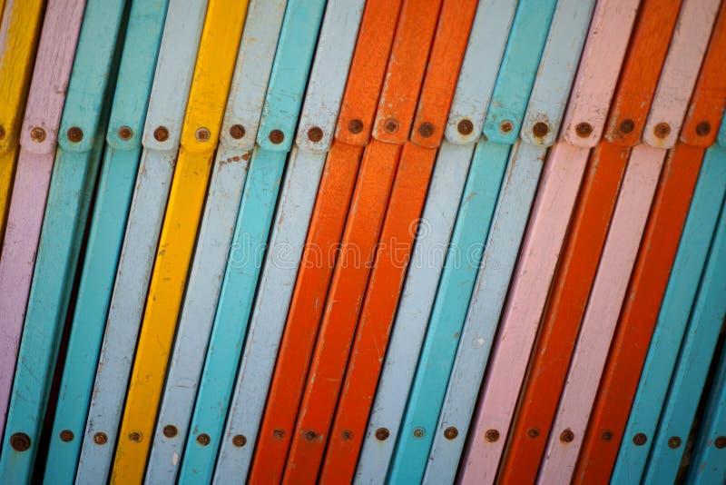 Multicolor plażowego krzesła łóżkowy tło zamknięty w górę zdjęcie royalty free