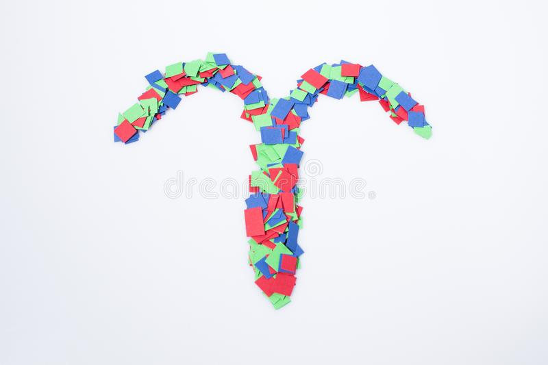 Multicolore de Bélier de symbole de zodiaque d'isolement à un arrière-plan blanc image libre de droits