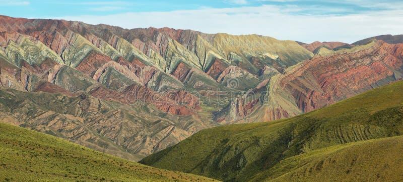 Multicolored berg als Serrania del Hornoca wordt bekend die stock afbeeldingen